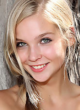Sienna in Easy to Love